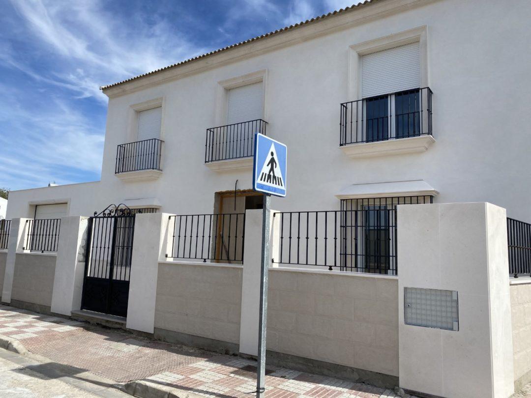 VIVIENDA C/ TRECE ROSAS, PEDRERA (SEVILLA).